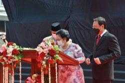 Menteri Pertahanan (Menhan) Prabowo Subianto bersama Presiden RI ke-5, Megawati Soekarnoputri meresmikan patung Ir Sukarno menunggang kuda, Minggu (6/6/2021).