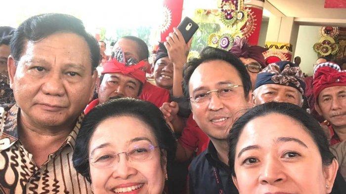 Prabowo, Megawati, dan Puan Maharani saat selfie bersama di Kongres PDIP