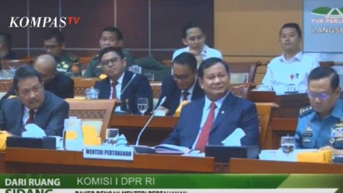 Rapat kerja Komisi I DPR RI dengan Menteri Pertahanan Prabowo Subianto di gedung DPR RI Jakarta, Senin (11/11/2019).