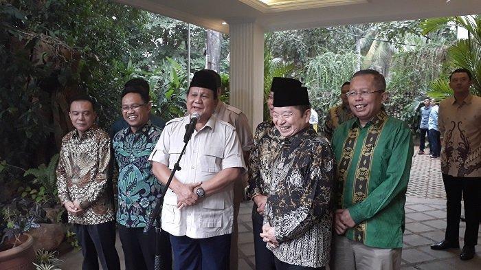 Suasana cair dan penuh canda tawa terlihat dalam pertemuan Ketua Umum Partai Gerindra Prabowo Subianto dan Plt Ketua Umum PPP Suharso Monoarfa pada Kamis (15/8/2019) sore.