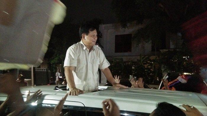 Prabowo Subianto ketika meninggalkan kediamannya di Jalan Kertanegara, Jakarta Selatan, Jumat (28/6/2019).