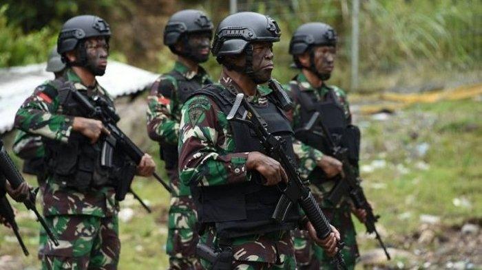 Praka Zulkifli, anggota Yonif Raider 751 saat menjalankan tugas