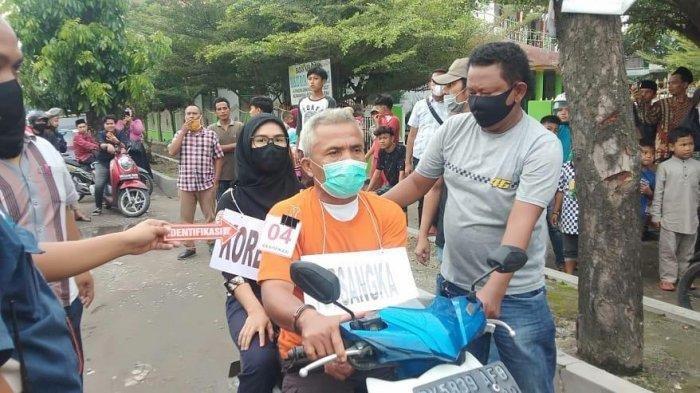 Tim Satreskrim Polrestabes Medan melaksanakan pra rekonstruksi kasus pembunuhan Fitri Yanti (45) yang dilakukan suaminya sendiri Fery Pasaribu (56).