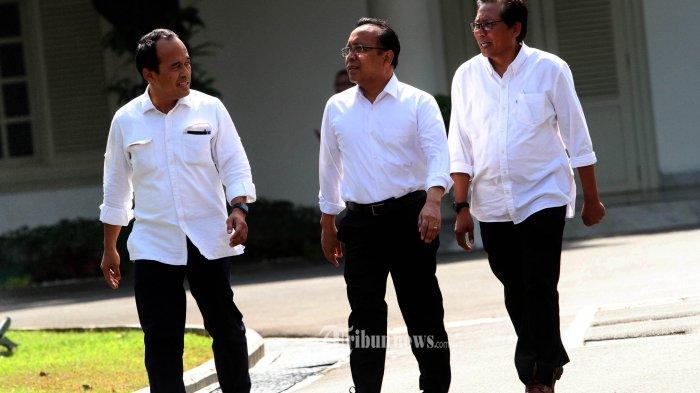 DATANG KE ISTANA KEPRESIDENAN-Menteri Sekretaris Negara Kabinet Kerja 2014-2019 Pratikno (tengah) bersama Komisaris Utama Adhi Karya Fadjroel Rachman (kanan) dan mantan Staf Khusus Presiden Nico Harjanto berjalan memasuki kompleks Istana Kepresidenan, Jakarta, Senin (21/10/2019). Menurut rencana Presiden Joko Widodo akan memperkenalkan jajaran kabinet barunya usai dilantik Minggu (20/10/2019) kemarin untuk masa jabatan keduanya bersama Wapres Ma'ruf Amin periode tahun 2019-2024--Warta Kota/henry lopulalan