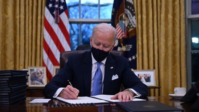 Hari Pertama Menjabat Presiden AS, Joe Biden Langsung Pecat Orang-orang Trump di Gedung Putih