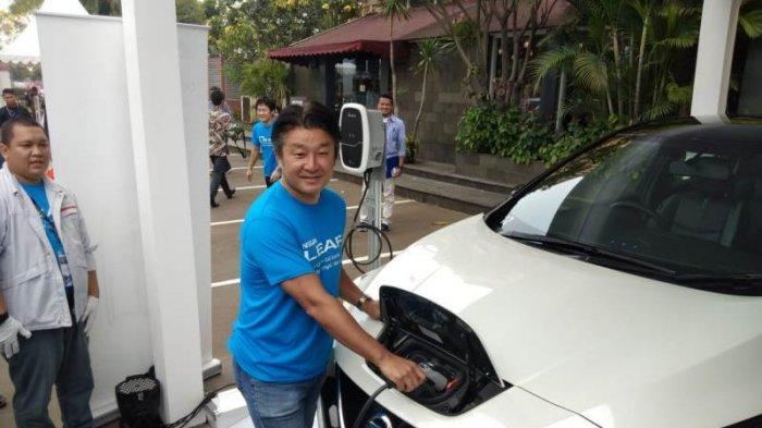 Mari Adu, Murah Mana Biaya Konsumsi Listrik Nissan Leaf vs BBM Toyota Avanza
