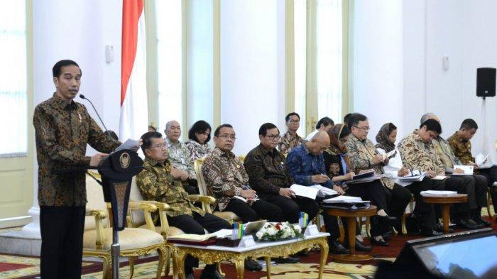 Presiden Joko Widodo bersama Wakil Presiden Jusuf Kalla, Senin (29/5/2017) sore mengumpulkan seluruh jajarannya dalam Sidang Kabinet Paripurna di Istana Kepresidenan Bogor, Jawa Barat.