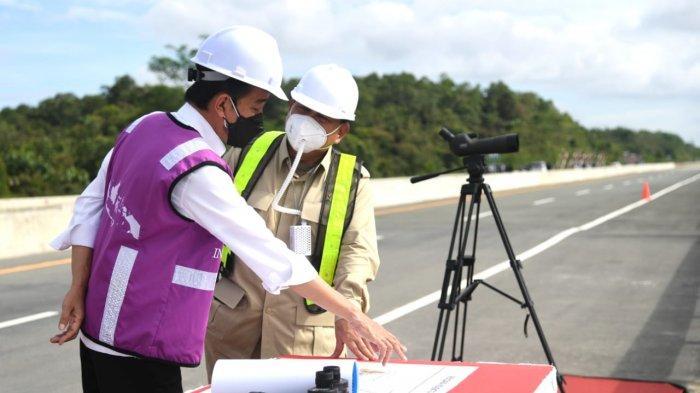 Didampingi Prabowo, Jokowi Tinjau Lokasi Akses Jalan Menuju Calon Ibu Kota Negara