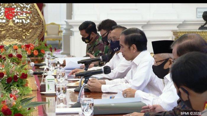 Presiden Joko Widodo (Jokowi) memimpin rapat terbatas penanganan Covid-19 di Istana Kepresidenan,  Jakarta, Senin, (13/7/2020).
