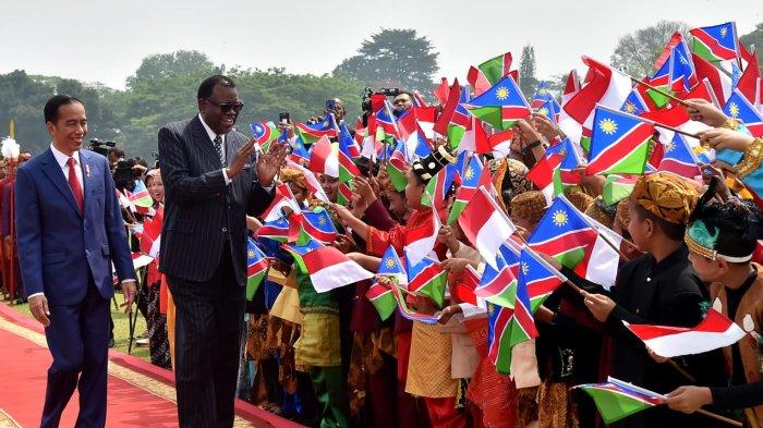 Presiden Joko Widodo hari ini, Kamis, 30 Agustus 2018, menerima kunjungan kenegaraan Presiden Republik Namibia Hage Gottfried Geingob, di Istana Kepresidenan Bogor, Jawa Barat