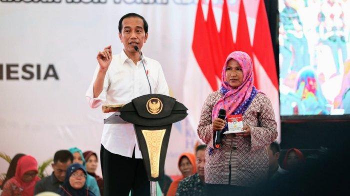 Jokowi Serahkan Bantuan KUR ke 600 Pelaku Usaha Tani dan Ternak