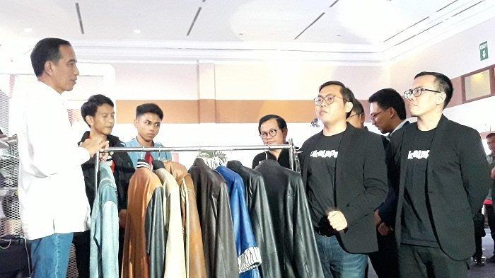 Hadiri HUT ke-9 Bukalapak, Jokowi Mampir ke Stand Jaket Kulit