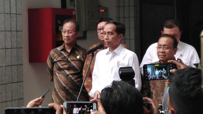 Wiranto Ditikam Terduga Teroris, Presiden Jokowi Akan Dibatasi Salaman dengan Rakyat?