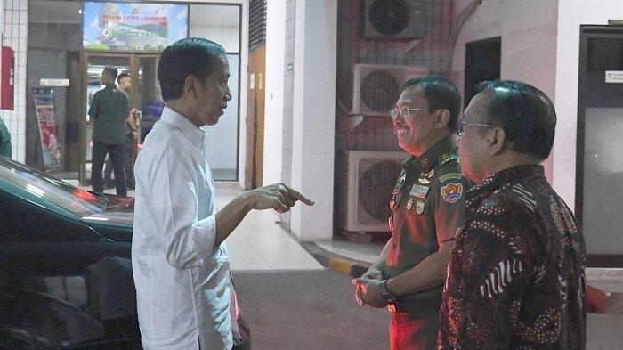Presiden Jokowi disambut Kepala RSPAD Gatot Soebroto dr Terawan Agus Putranto ketika hendak menengok BJ Habibie, Senin (9/9/2019).