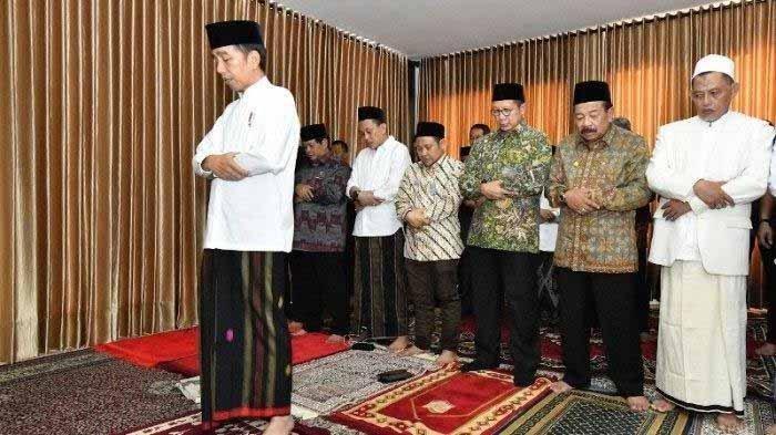 Presiden Jokowi Berkunjung ke Ponpes Darul Ulum Jombang dan Menjadi Imam Sholat Dzuhur