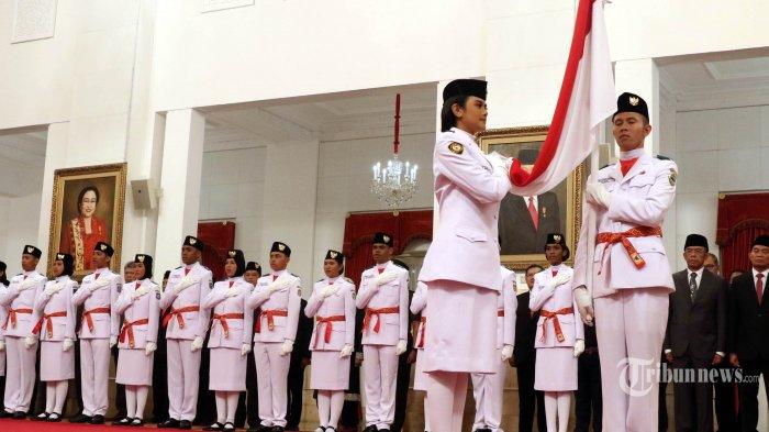 ILUSTRASI - Perwakilan anggota Pasukan Pengibar Bendera Pusaka (Paskibraka) saat upacara pengukuhan di Istana Negara, Jakarta, Kamis (15/8/2019). Presiden Joko Widodo mengukuhkan 68 anggota Paskibraka yang akan bertugas pada upacara HUT ke-74 Kemerdekaan RI. TRIBUNNEWS/IRWAN RISMAWAN