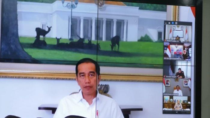 Presiden Jokowi melakukan teleconference dengan Wakil Presiden Ma'ruf Amin