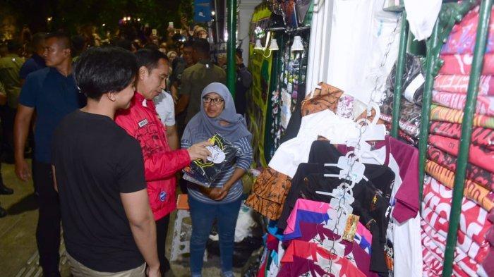 Ditemani Kaesang, Jokowi Belanja Kaus di Jalan Malioboro