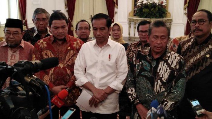 Presiden Jokowi memberikan keterangan pers terkait status Menpora Imam Nahrawi di Istana Negara Jakarta, Kamis (19/9/2019).