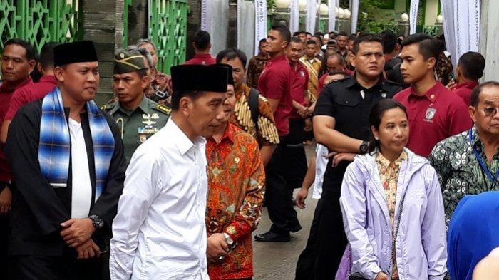 Jokowi Senyum-senyum Saat Jelaskan Berita Bohong dan Hoaks Disambut Antusias Warga