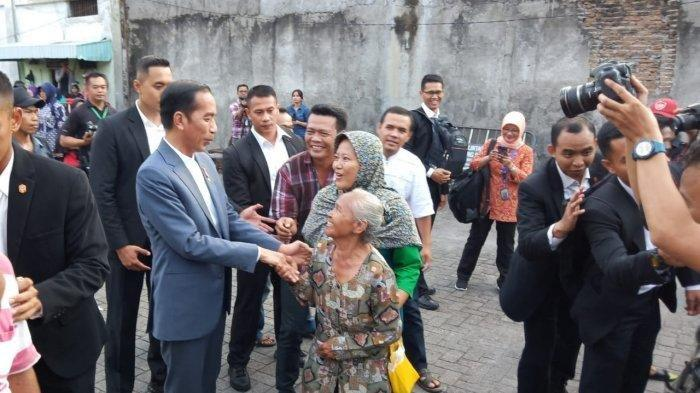 Fakta Lebaran Jokowi di Solo, Sungkem Ibunda hingga Atur Langsung Pembagian Sembako