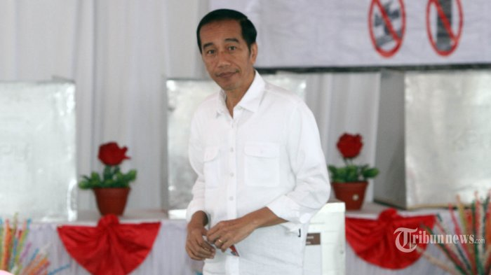 MK Tolak Dalil Prabowo-Sandiaga ''Baju Putih'' Jokowi Langgar Asas Pemilu