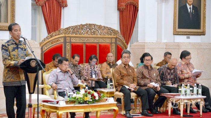 Presiden Joko Widodo memimpin Sidang Kabinet Paripurna di Kantor Presiden, Jakarta, Selasa (10/5/2016). Dalam Sidang Kabinet tersebut Presiden menyoroti kinerja para menterinya terkait realisasi belanja modal barang. TRIBUNNEWS/BIRO PERS/LAILY RACHEV