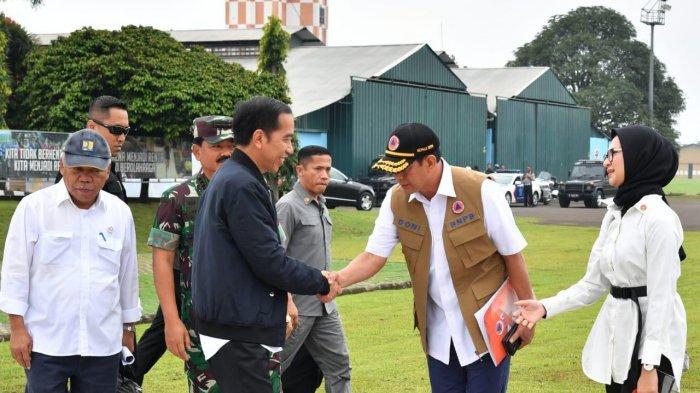 presiden-jokowi-saat-akan-menuju-sukajaya.jpg