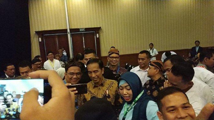 Hadiri Kongres XXIV PWI di Solo, Presiden Jokowi Diserbu untuk Diajak Foto Bareng