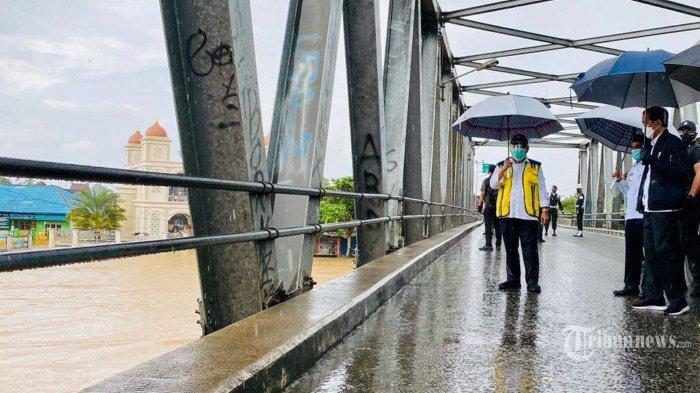 Jokowi Beri Tenggat 4 Hari Kepada Menteri PUPR Perbaiki Jembatan Mataraman yang Putus Akibat Banjir