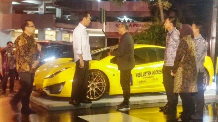 Presiden Jokowi Sempat Jenguk Mobil Listrik Selo Di Surabaya Tribunnews Com Mobile