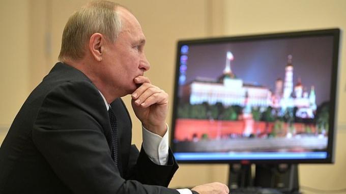 Siaran pers Kremlin menunjukan, Presiden Vladimir Putin masih menjalanankan Windows XP pada komputernya.