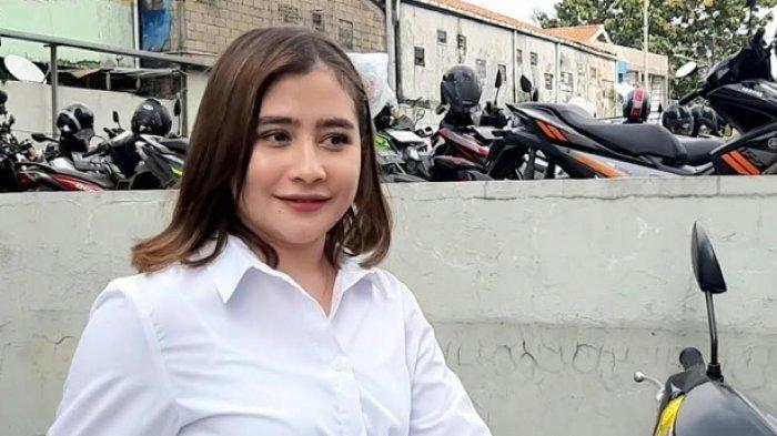 Prilly Latuconsina ditemui di kawasan Jalan Kapten Tendean, Mampang Prapatan, Jakarta Selatan, Jumat (29/5/2020).