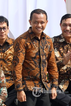 kepala bkpm bahlil lahadalia saat pengenalan menteri kabinet indonesia maju di tangga beranda istana merdeka, jakarta, rabu (23/10/2019). presiden joko widodo resmi melantik 34 menteri, 3 kepala lembaga setingkat menteri, dan jaksa agung untuk kabinet indonesia maju.