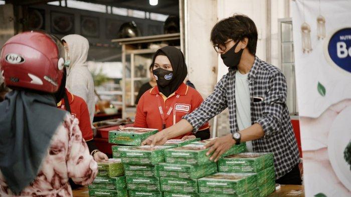 Program membagikan 55.555 paket nutrisi Alfamart dan Bebelac.