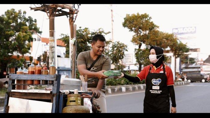 Bagikan 55.555 Paket Nutrisi Buka Puasa dari Sabang-Merauke, Alfamart & Bebelac Pecahkan Rekor Muri