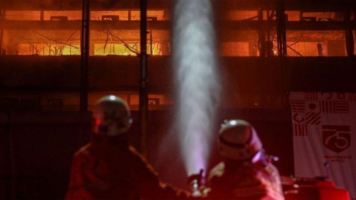 Banyak Bahan Plastik, Api di Gedung Kejagung Sulit Dijinakkan