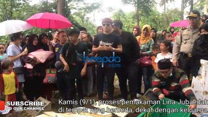 Proses pemakaman Lina Jubaedah di Nagrog Ujung Berung, Kota Bandung, usai diautopsi di Jalan Kelimus Kamis (9/1/2020).
