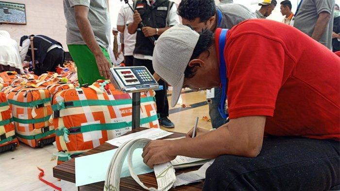 Proses Penimbangan Barang Bawaan Jemaah Haji Dilakukan 24 Jam Sebelum ke Bandara