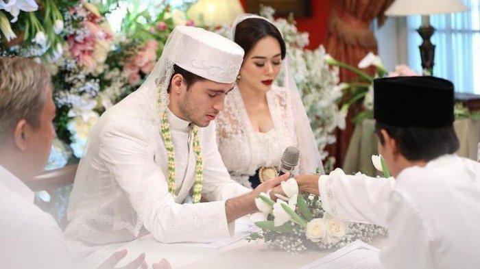Jika Eryck Amaral Mendengar Paggilan Radio, Wajib Hadiri Sidang Perdana Perceraian dengan Aura Kasih