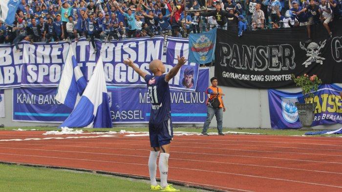 Striker PSIS Semarang asal Brasil, Bruno Silva merayakan golnya ke gawang PSMS Medan dalam laga pekan keempat Liga 1 2018 di Stadion Moch Soebroto, Kota Magelang, Jawa Tengah, Minggu (15/4/2018) sore.