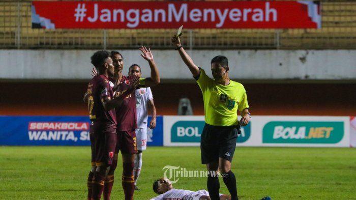 Laga Semi Final Leg Pertama Piala Menpora 2021 PSM Makasar (Merah) VS PERSIJA Jakarta (Putih) di Stadion Maguwoharjo, Depok, Yogyakarta, Minggu (11/4/2021). TRIBUN JOGJA/SIGIT WIDYA