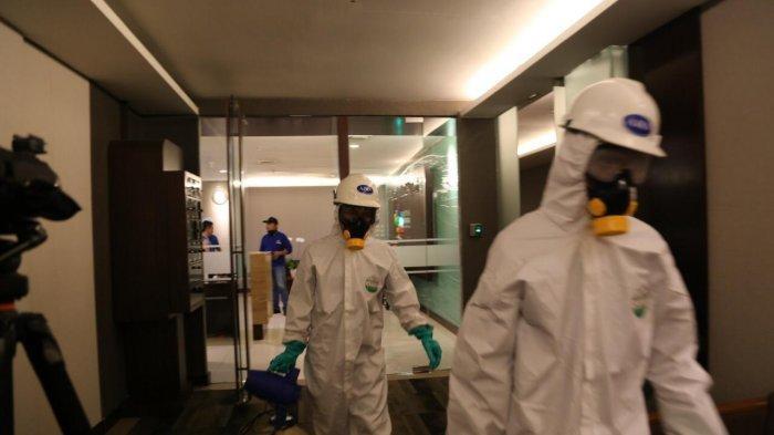 Tingkatkan Pencegahan, Pupuk Indonesia Semprot Disinfektan di Area Kantor