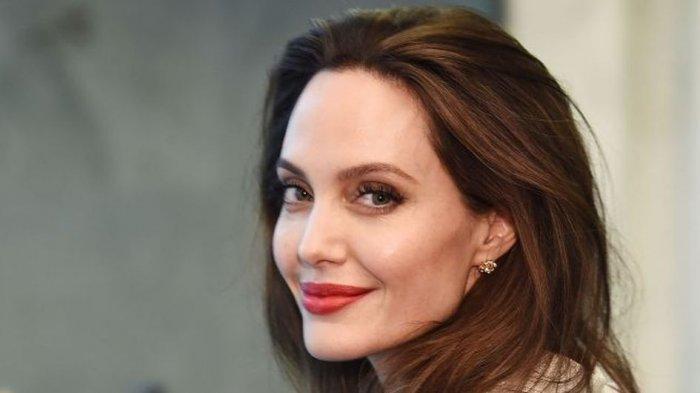 Angelina Jolie Beberkan Rahasia Kulit Awet Muda di Usia 46 Tahun