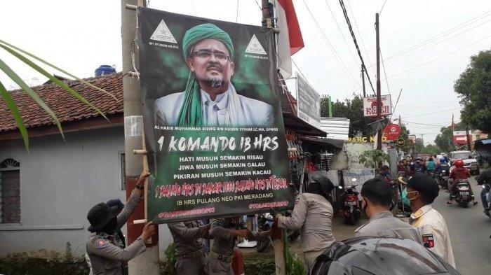 Aparat Gabungan Copot Puluhan Spanduk Rizieq Shihab di Bogor Karena Tak Berizin