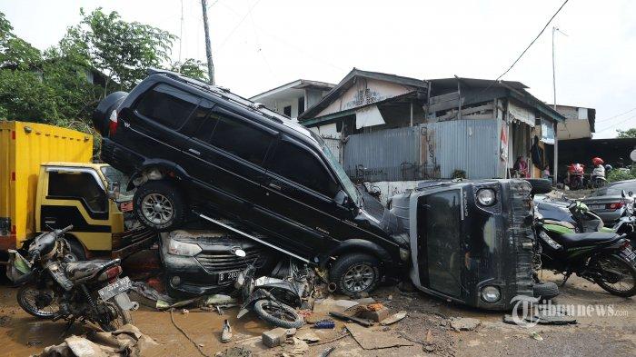 Mobil Terendam Banjir? Pastikan Miliki Polis Asuransi Ini agar Bisa Tercover