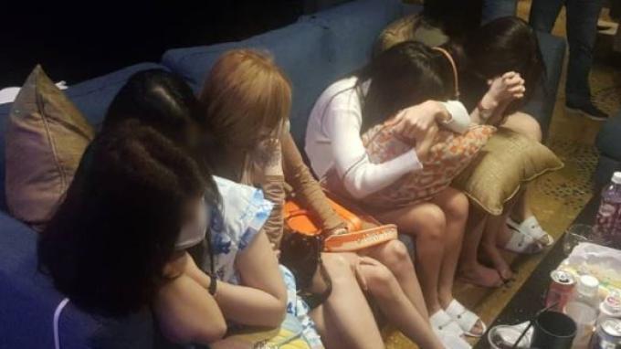 Puluhan orang ditangkap lantaran berpesta narkoba dan seks bebas di Malaysia. (Tangkap layar Oriental Daily)