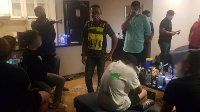 Seorang Dokter Kepergok Pesta Seks dan Narkoba dengan Rekan-rekanya, Polisi Temukan Alat Kontrasepsi