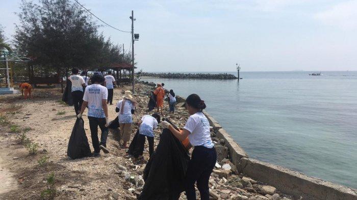 Budi Luhur Ajak Warga Pulau Untung Jawa Olah Sampah Daur Ulang