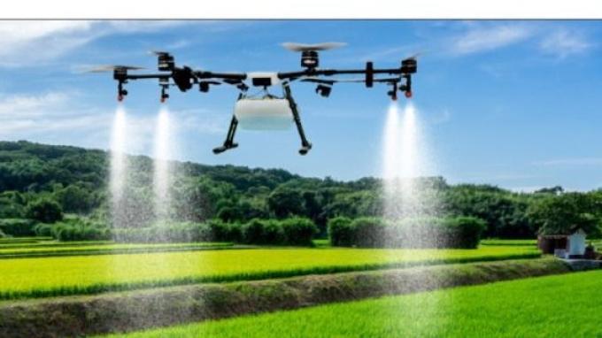 Sebarkan Pupuk dengan Menggunakan Drone di Mojokerto, Dinilai Lebih Hemat Biaya